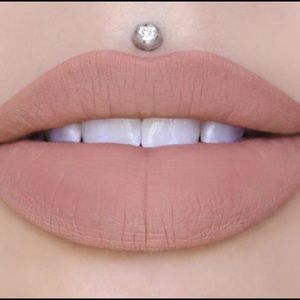 Mannequin velour liquid lipstick